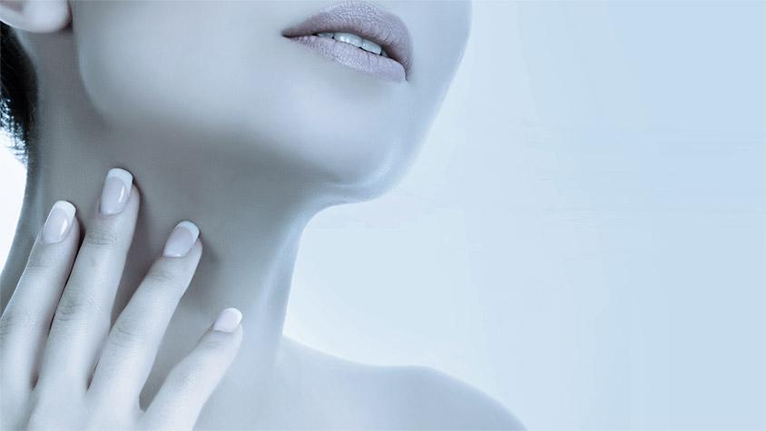 Tratamiento facial antiarrugas modelo.